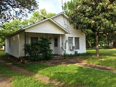 810 MAGNOLIA ST, Teague, TX 75860 - Photo 1