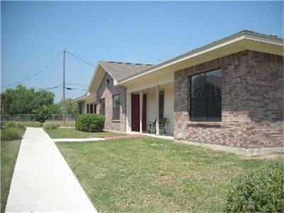 1103 LINCOLN ST, Zapata, TX 78076 - Photo 1