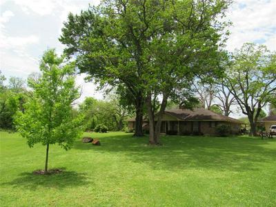 1551 BURLESON ST, BRENHAM, TX 77833 - Photo 2