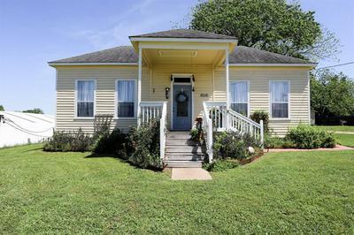 806 BOHLMANN AVE, Schulenburg, TX 78956 - Photo 2