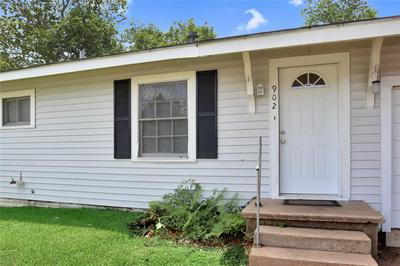 902 E STONE ST, Brenham, TX 77833 - Photo 2