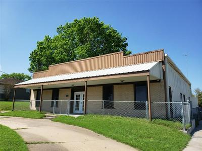1209 E TOM GREEN ST, BRENHAM, TX 77833 - Photo 1