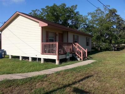 615 19TH ST, Hempstead, TX 77445 - Photo 1