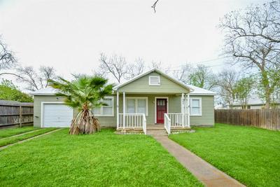 207 E CONVERSE ST, Weimar, TX 78962 - Photo 1