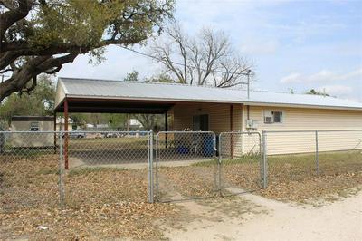 408 SAN ANTONIO ST, PLEASANTON, TX 78064 - Photo 1