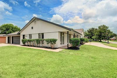 4903 LINGONBERRY ST, Houston, TX 77033 - Photo 2