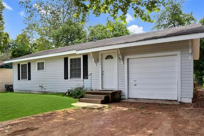 902 E STONE ST, Brenham, TX 77833 - Photo 1
