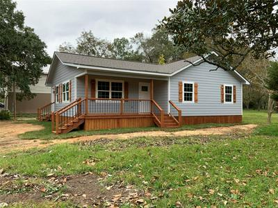 420 YOUNG ST, Livingston, TX 77351 - Photo 1
