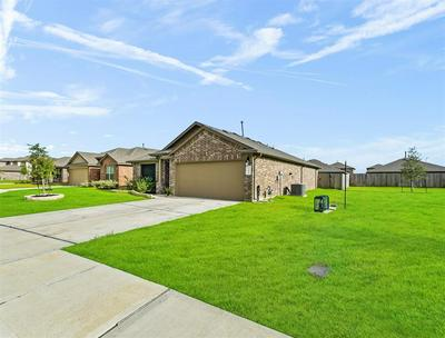 711 ZINNIA CT, Rosharon, TX 77583 - Photo 2