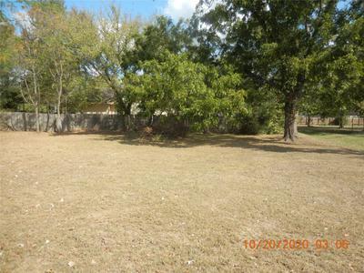 1905 CHAMBERS ST, Bastrop, TX 78602 - Photo 2