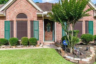 315 S HAMPTON CT, Highlands, TX 77562 - Photo 2