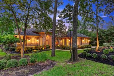 23 N HERITAGE HILL CIR, The Woodlands, TX 77381 - Photo 2