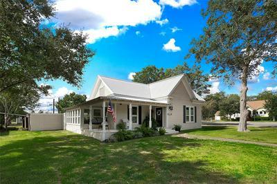 309 W POST OFFICE ST, Weimar, TX 78962 - Photo 1