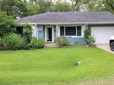 701 MAPLE ST, Sweeny, TX 77480 - Photo 1