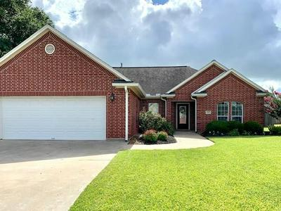 115 CANVASBACK DR, Clute, TX 77531 - Photo 2