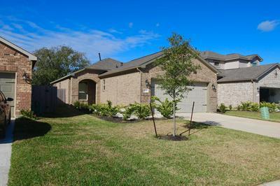 4106 W BAYOU MAISON CIR, Dickinson, TX 77539 - Photo 2