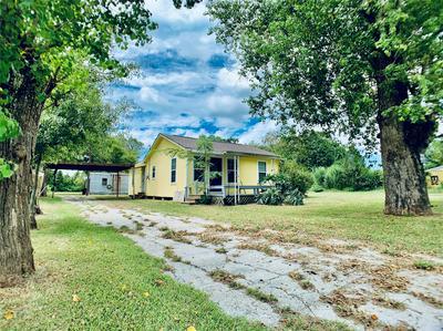 550 COUNTY ROAD 140, Liberty, TX 77575 - Photo 2