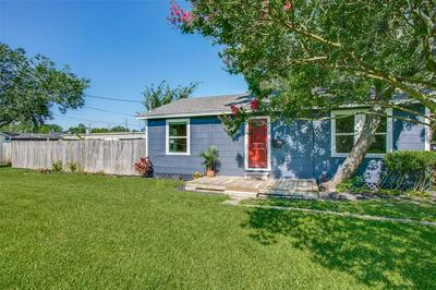 428 S LAZY LN, Clute, TX 77531 - Photo 2