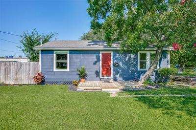 428 S LAZY LN, Clute, TX 77531 - Photo 1