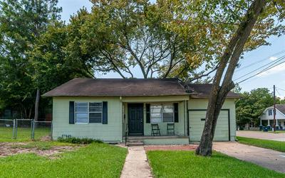 407 BABER ST, Brenham, TX 77833 - Photo 2