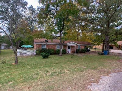 302 W SPRING ST, Centerville, TX 75833 - Photo 2