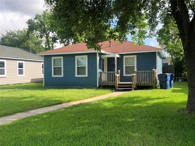 1106 W 7TH ST, Freeport, TX 77541 - Photo 2