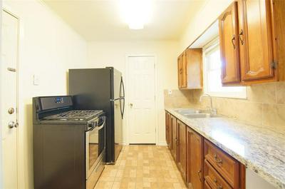 4329 CYNTHIA ST, Bellaire, TX 77401 - Photo 2