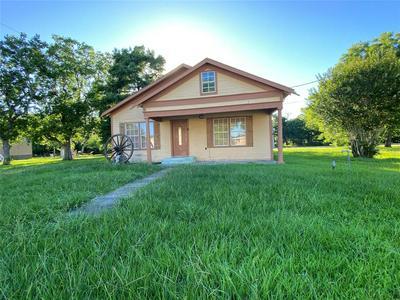 222 S 9TH ST, Wallis, TX 77485 - Photo 1