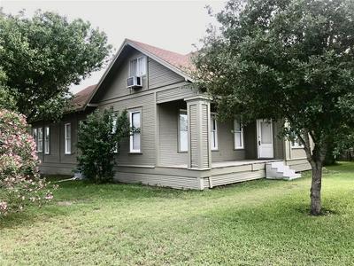 202 SUMMIT ST, Schulenburg, TX 78956 - Photo 2