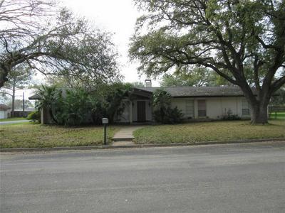 101 N UPTON AVE, Schulenburg, TX 78956 - Photo 1