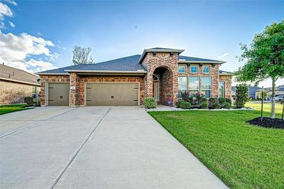110 FOREST BEND CT, Clute, TX 77531 - Photo 1