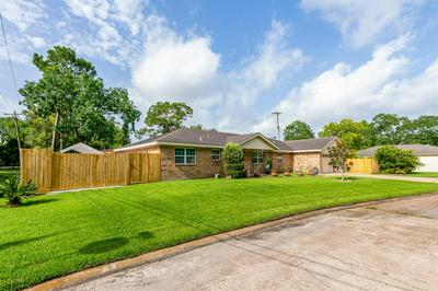 5124 COTTONWOOD CIR, Dickinson, TX 77539 - Photo 1