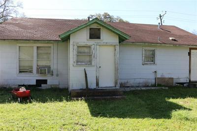 208 N WOODROW ST, MADISONVILLE, TX 77864 - Photo 2