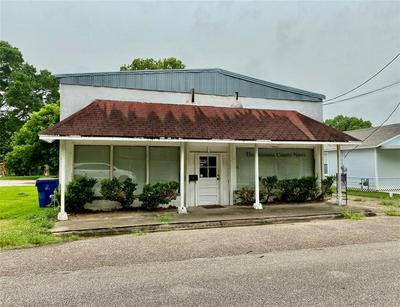 113 E BERNARD ST, West Columbia, TX 77486 - Photo 2