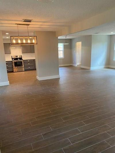 643 MOSSWOOD DR, CONROE, TX 77302 - Photo 2