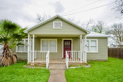207 E CONVERSE ST, Weimar, TX 78962 - Photo 2