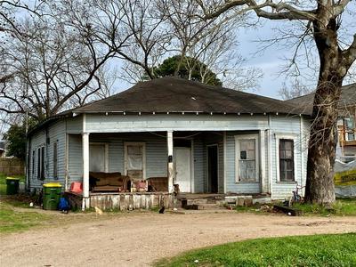 103 N SAN GABRIEL ST, HEARNE, TX 77859 - Photo 1