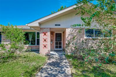 4118 MARTINSHIRE DR, Houston, TX 77025 - Photo 2