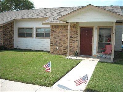 114 W 10TH ST, Nixon, TX 78140 - Photo 2