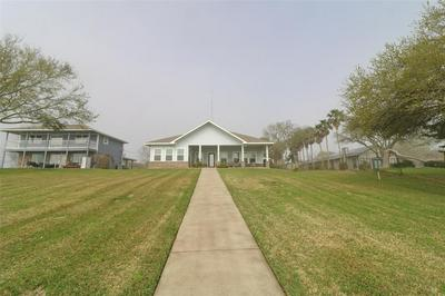 9608 OCEAN DR, BEACH CITY, TX 77523 - Photo 2