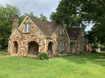 1908 S AUSTIN ST, Brenham, TX 77833 - Photo 1