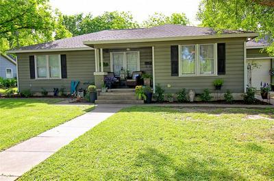 409 N COLLEGE ST, Weimar, TX 78962 - Photo 2