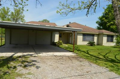 604 E HOUSTON ST, Highlands, TX 77562 - Photo 1