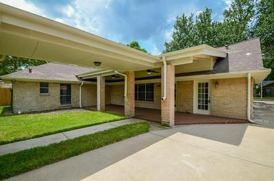 6014 LATTIMER DR, Houston, TX 77035 - Photo 2
