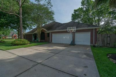 1211 BLUEBERRY LN, Friendswood, TX 77546 - Photo 2