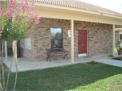 555 S BURKE ST, Goliad, TX 77963 - Photo 1