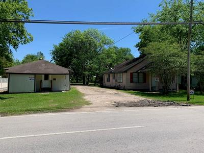 715 N MAIN ST, Highlands, TX 77562 - Photo 1