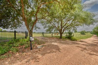8039 HENNIGER LN, Fayetteville, TX 78940 - Photo 2
