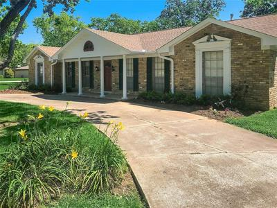 1001 GROVE DR, ANGLETON, TX 77515 - Photo 1
