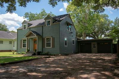 809 PECAN ST, Wharton, TX 77488 - Photo 2